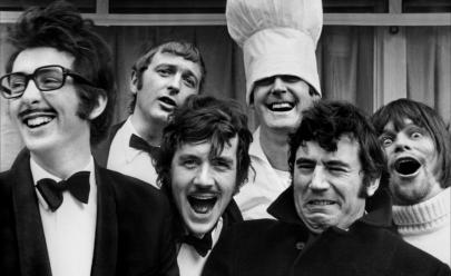 Grupo de comédia britânica terá filmes e séries adicionados ao catálogo da Netflix