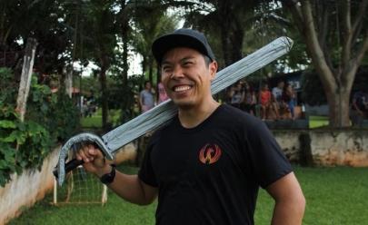 Grupo se reúne para prática gratuita de batalha medieval em Goiânia