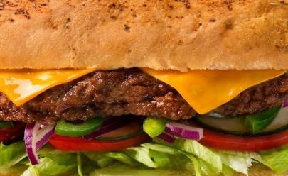 Rede Fast-food tem promoção compre um e leve outro