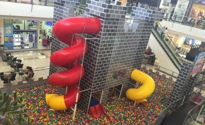 Castelo de Bolinhas é opção de lazer para crianças e adultos no Buriti Shopping na grande Goiânia