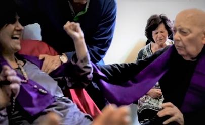 Tenso! Netflix lança documentário que traz um exorcismo real; veja o trailer