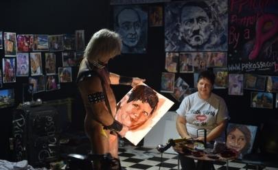 Tim Patch: o artista plástico que usa pênis como pincel e pinta quadros de pessoas