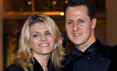 Esposa de Schumacher faz rara declaração no aniversário de 50 anos do ex-piloto