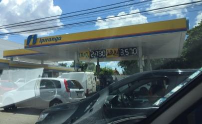 Promoção de álcool e gasolina provoca filas em posto de combustível de Goiânia