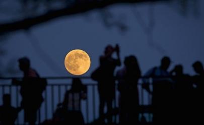 Meditação em dia de Lua Cheia acontece em parque de Goiânia