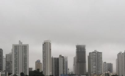 Goiânia acorda com neblina, garoa e friozinho