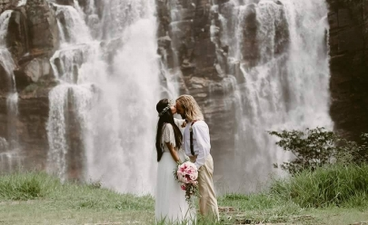Casamento às margens de cachoeira em Corumbá de Goiás vai te inspirar com vídeo incrível