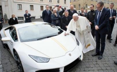 Papa ganha Lamborghini Huracán de R$ 800 mil