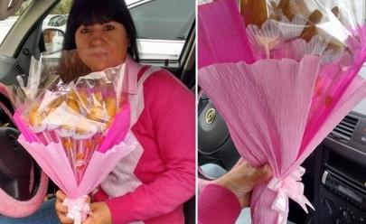 Para enfrentar desemprego, mulher faz sucesso vendendo buquê de coxinhas