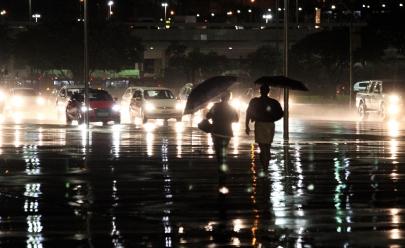 Chuva forte no DF faz Defesa Civil e Inmet emitirem alerta