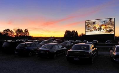 Projeto Cine Drive In (cinema no carro) leva experiência vintage ao público de Goiânia