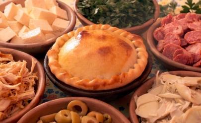 Comidas típicas que todo turista deve conhecer em Goiânia