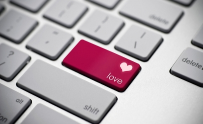 Truque secreto do Facebook faz a sua tela explodir em 'amor'; saiba qual
