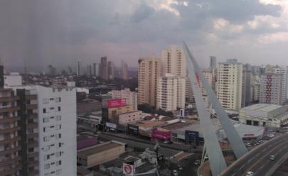 Tão aguardada chuva chega a Goiânia e internautas comemoram