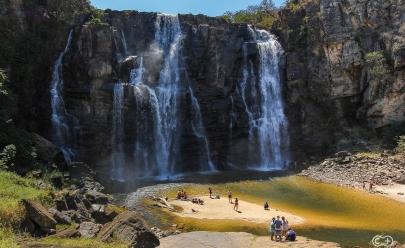 Conheça a cachoeira de 70 metros em Goiás que saiu na capa da maior revista de viagens do mundo