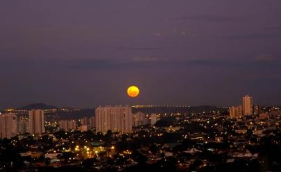 Grupo oferece telescópio para observar a Lua Cheia no Morro do Além neste fim de semana