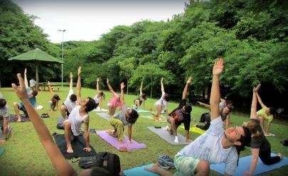 Grupo promove aulão gratuito de yoga e meditação no Parque Vaca Brava, em Goiânia