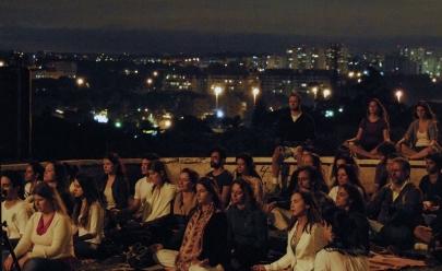 Meditação da Lua Cheia acontece ao ar livre em Belo Horizonte