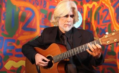 Oswaldo Montenegro apresenta show A Porta da Alegria em Goiânia em nova turnê 2016 no Teatro Rio Vermelho