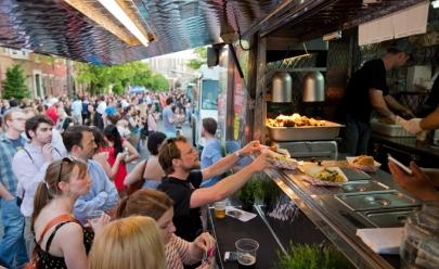 Festival gastronômico oferece serviços de corte e design de barba gratuitos para comemorar o mês dos pais
