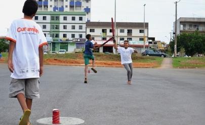 Projeto leva brincadeiras de ruas e jogos para crianças em Samambaia