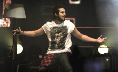 Vídeo mostra Luan Santana caindo do palco durante show no Piauí