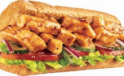 Exame de laboratório afirma que frango do Subway não tem apenas frango