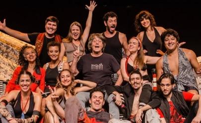 Sarau em Brasília reúne artistas locais para aniversário do diretor Hugo Rodas