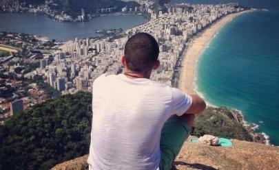 """Escritor goiano Rafael Magalhães começa turnê de lançamento do livro """"Precisava Escrever 3"""""""