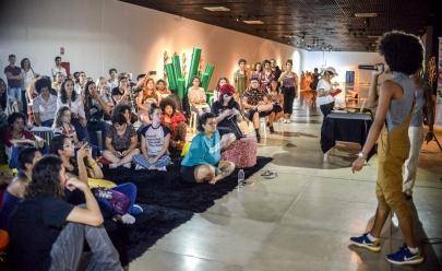 Sarau das Minas abre palco para talentos femininos no Dia Internacional da Mulher
