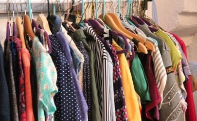 Em Uberlândia, bazar oferece roupas, calçados, acessórios e plantas a preços super acessíveis