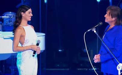 Dueto com Isis Valverde faz Roberto Carlos se emocionar em Especial de fim de ano; assista