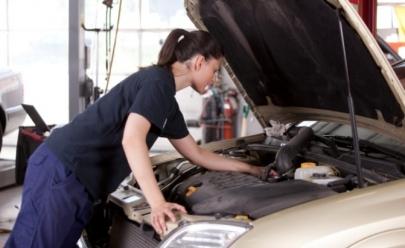 Curso gratuito de mecânica para mulheres acontece em Brasília