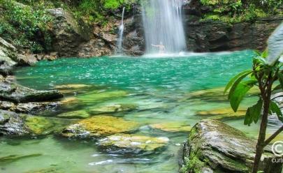 Cachoeira Santa Bárbara: refúgio com beleza surreal proporciona encontro único com a natureza em Goiás