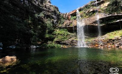 Descobrimos uma cachoeira impressionante que rouba a cena na Chapada dos Veadeiros