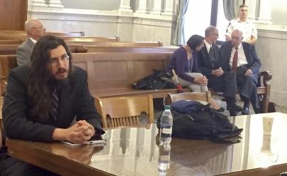 Casal americano entra na Justiça para obrigar filho de 30 anos a sair de casa
