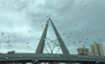 Após quatro meses de seca, chuva volta a cair em Goiânia