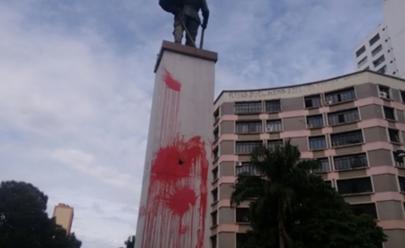 Monumentos do Bandeirante e Santos Dumont são alvos de vandalismo em Goiânia