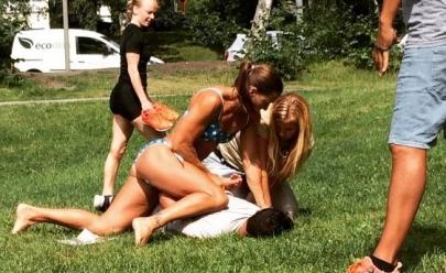 Policial sueca prende ladrão em Estocolmo de biquíni e foto viraliza na web