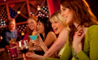 Bar dá desconto em bebidas para mulheres na TPM