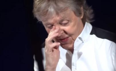 Paul McCartney vai às lágrimas em SP ao cantar música que fez pra John Lennon