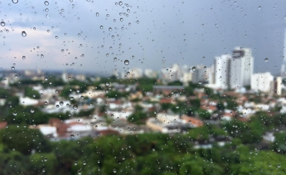 Temperatura despenca em Goiânia para 12º com chuva