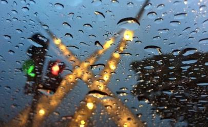 Chuva chega à Goiânia e deve continuar durante boa parte da semana, prevê meteorologia