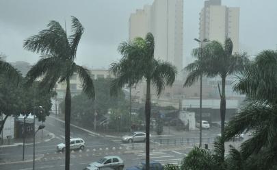 Previsão é de chuva forte de hoje até domingo em Goiânia