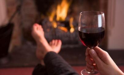 Beber vinho antes de ir para a cama ajuda a perder peso, diz estudos
