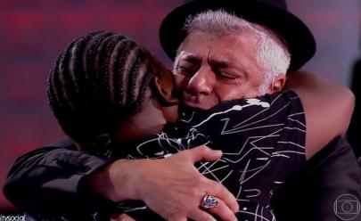Cantor de Brasília emociona jurados na estreia de The Voice Brasil