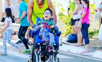 Superação: Pai e filho de Goiânia são destaques na maratona Rio 2019 com triciclo adaptado