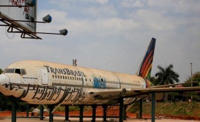 Avião antigo da Transbrasil em Taguatinga vai virar restaurante em 2017