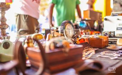 Mercado das Pulgas traz de volta feira de antiguidades no Mercado da 74 em Goiânia