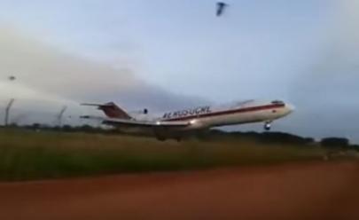 Vídeo: avião cargueiro cai e deixa 5 mortos na Colômbia